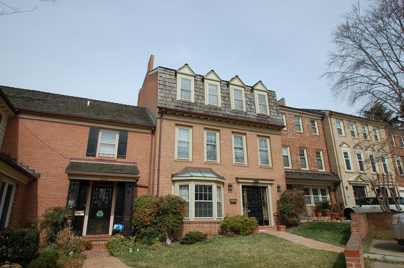 Just listed classic luxury townhouse with elevator in for Elevator townhomes