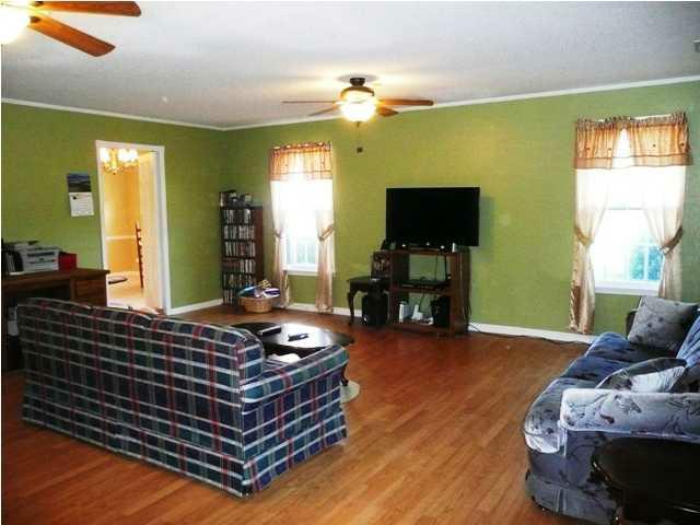 3 Bedroom 2 Bath Home For Sale In Killen Alabama Family Room