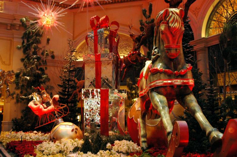 Christmas decorations at the bellagio hotel for When does las vegas decorate for christmas