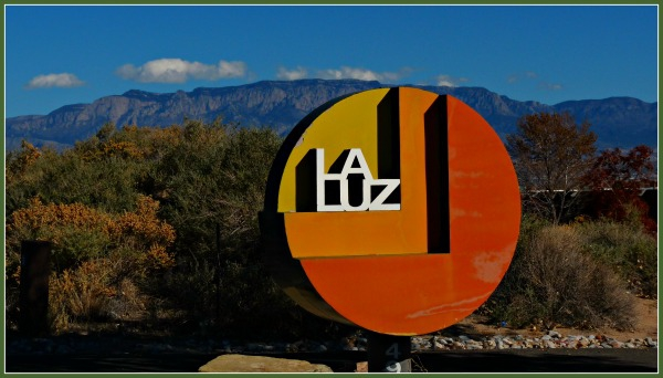 Sign for La Luz Townhomes in Albuqurque