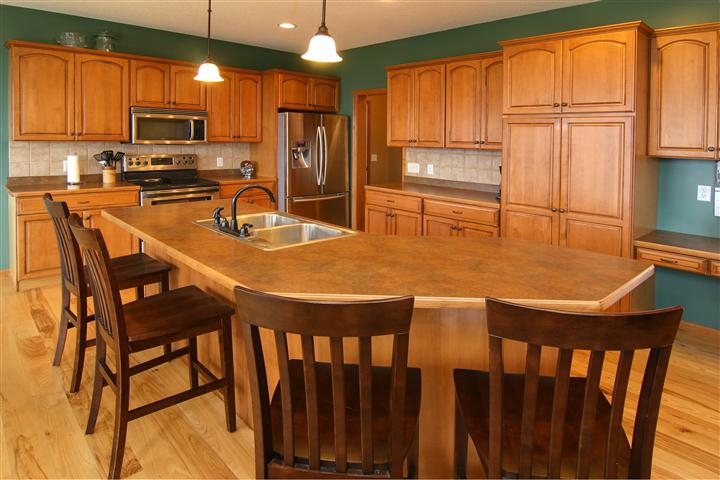 Amazing lonsdale home new listing for Gourmet kitchen islands