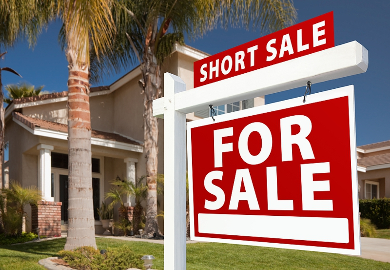 Who Pays the Fees for a Roseville Short Sale?