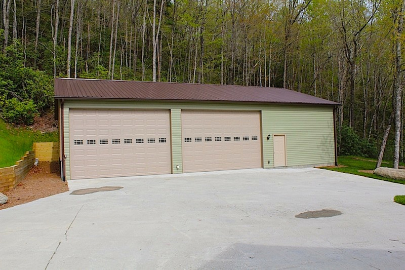 Attention Rv Enthusiasts Home With 2 Bay Rv Garage For