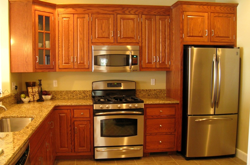 The Kitchen Has Beautiful Oak Cabinets Stainless Appliances And