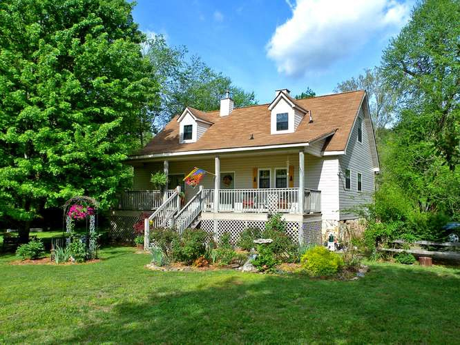 Lovely Home In Murphy Nc With 139 Ft On The Hiwassee River
