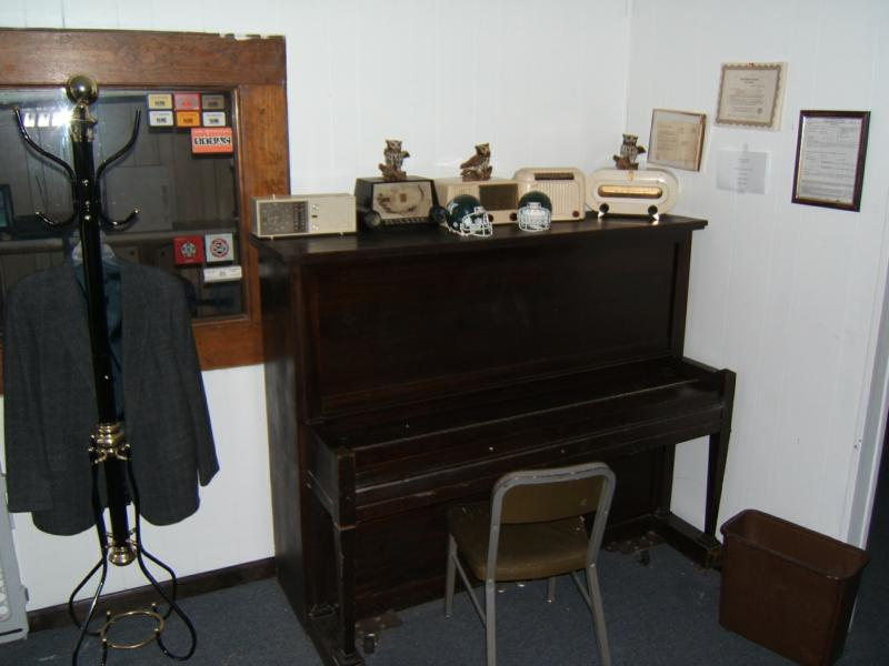 piano and old bakelite radios