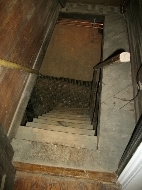 basement stairs looking down.  Nashville Home Inspection Stair Step Dimensions 9 13 10
