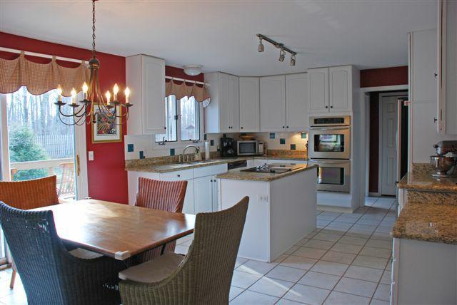 6526 Woodbury Gourmet Kitchen