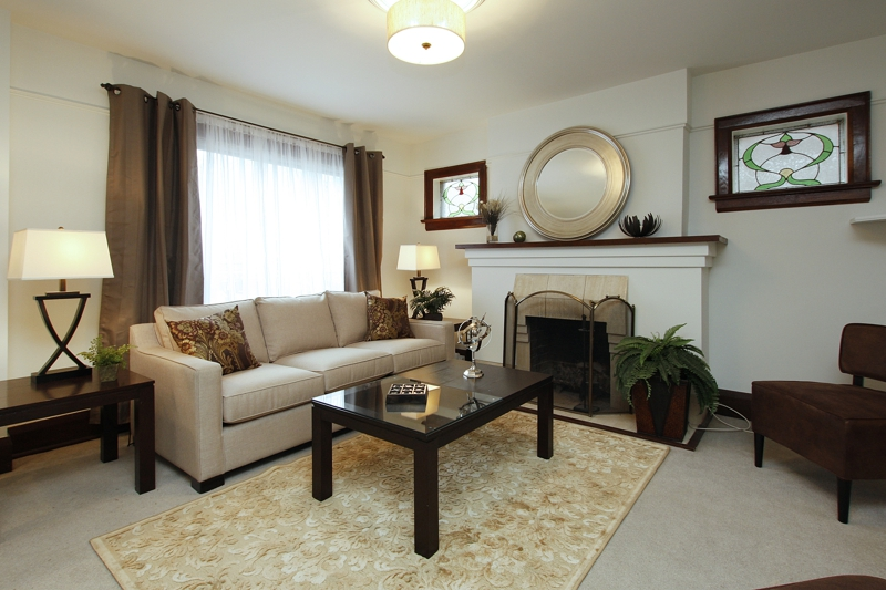 Home staging furniture for sale home staging coldwell for Stage home furniture for sale