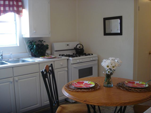 KITCHEN DINING AFTER STAGING