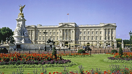 buckingham palace value real estate british monarchy worth