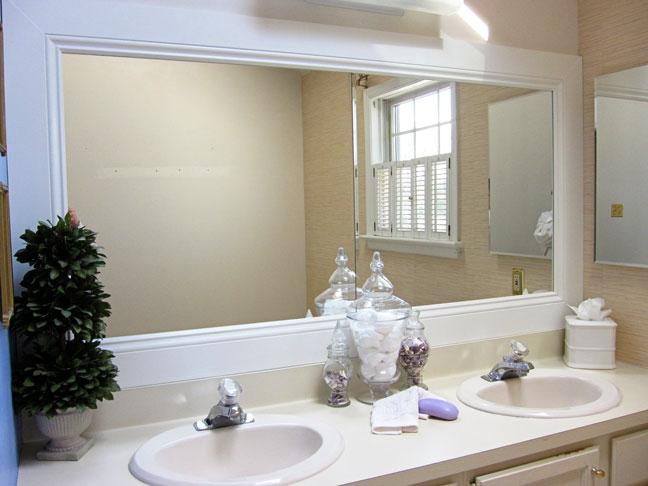 Diane Henklers DIY bathroom Mirror