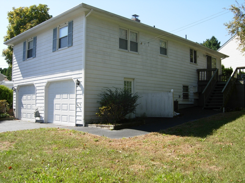 Home for sale in west warwick rhode island 02893 3bed for Rhode island bath house
