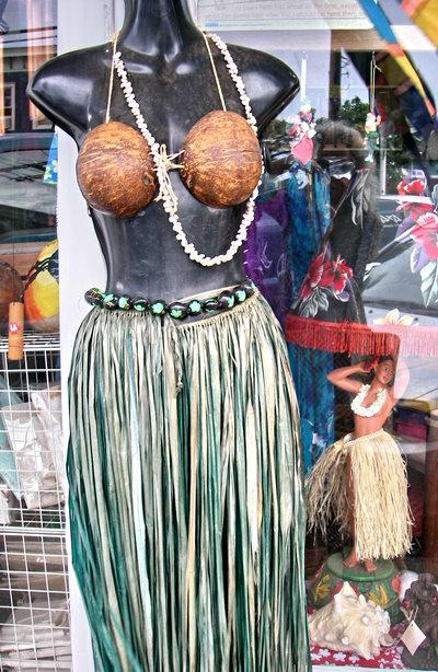 maui hula girls - store window in Paia Maui