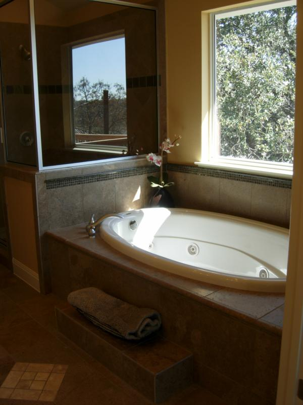 Master Bath - Leslie Olson Interiors - Home Staging and Interior Design Marin