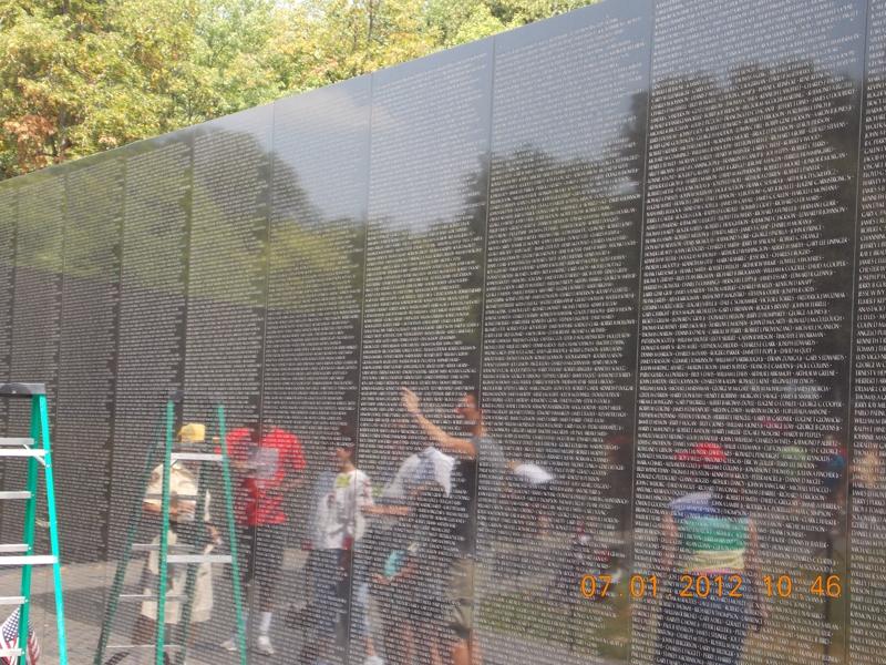 Viet Nam Memorial - Moving but not very impressive as a Memorial