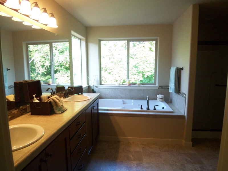 Home staging tips make your master bath irresistible to for Staging bathroom ideas