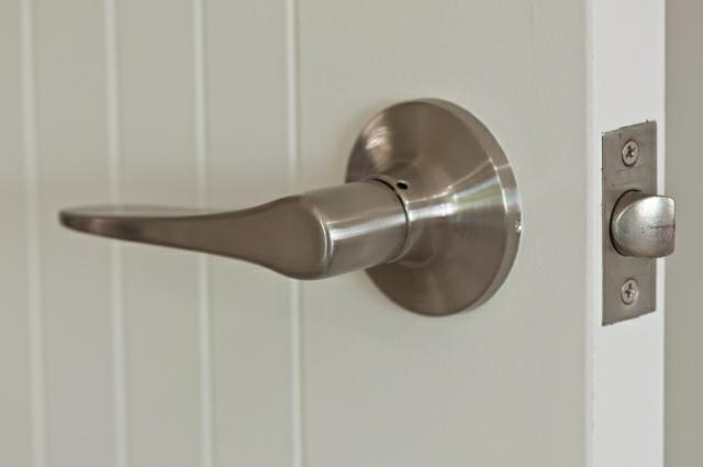 Merveilleux ... Nickel Door Knob
