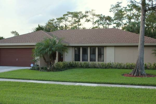 Home for Sale With a Pool in Wellington FL for $200K-$400K