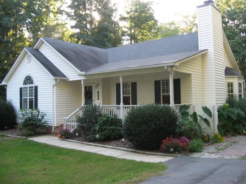 Affordable homes in clayton north carolina for Piani di casa in stile ranch con avvolgente portico