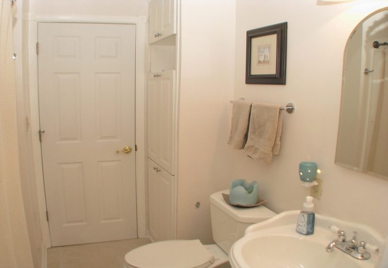 Homes for sale in Reynoldsburg Ohio, A view of one of the bathrooms