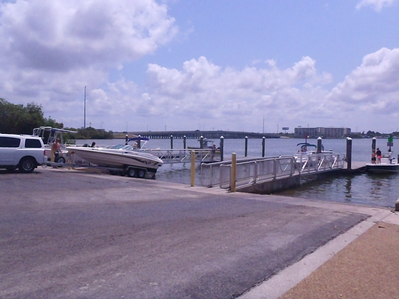 Bay Pineas boat ramp with smaller boats