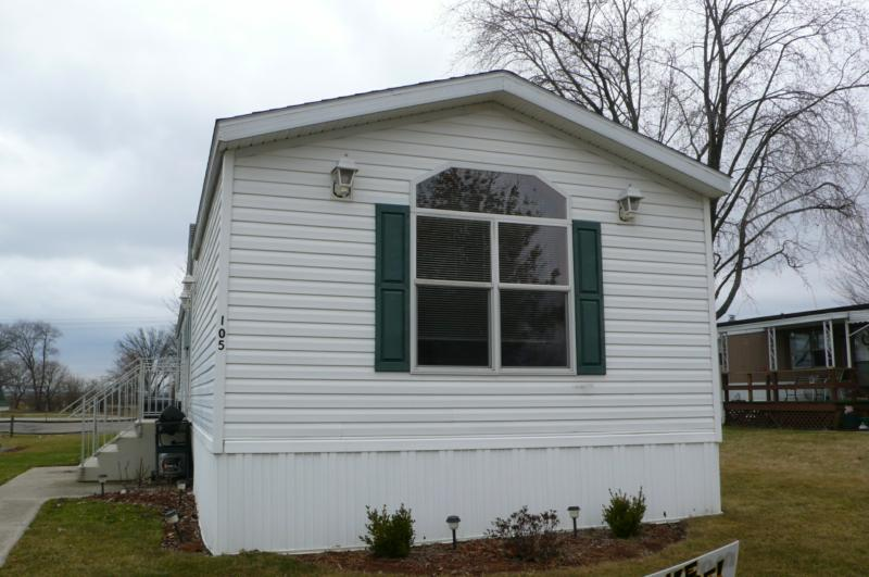 2 bedroom and 2 bathroom mobile home for sale in lowell for Homes for sale 2 bedroom 2 bath