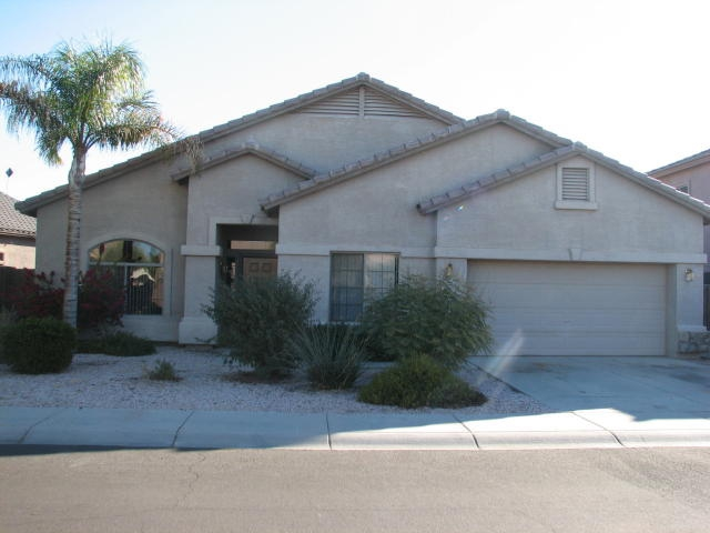 4 bedroom 2 bath on the lake for sale in avondale arizona for Avondale lake house