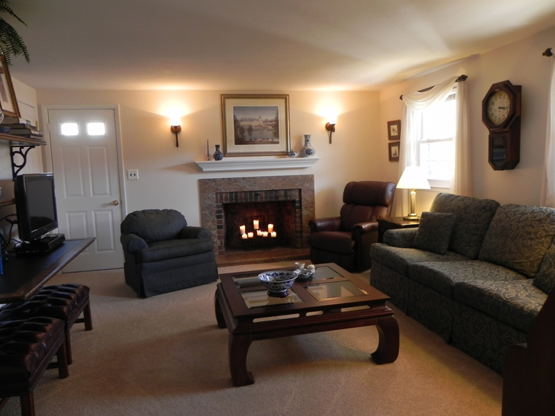 26 Beacon Dr Howell NJ Candlewood, family room