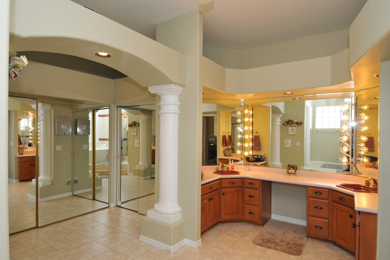 Master Bath in luxurious Lakeside home