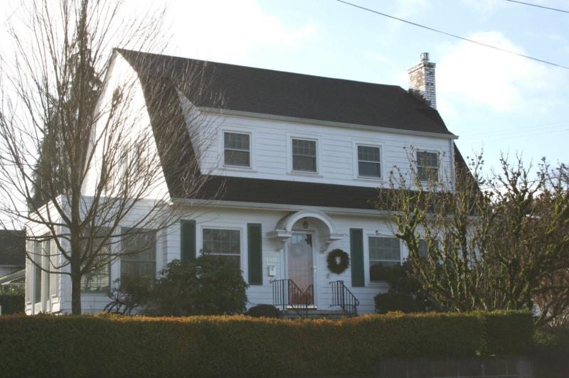 Barn Shaped House Of Historic Salem Series Dutch Colonials