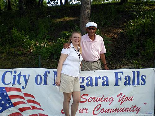 Arts in the Park Colleen with Niagara Falls City Administrator Bill Bradbury
