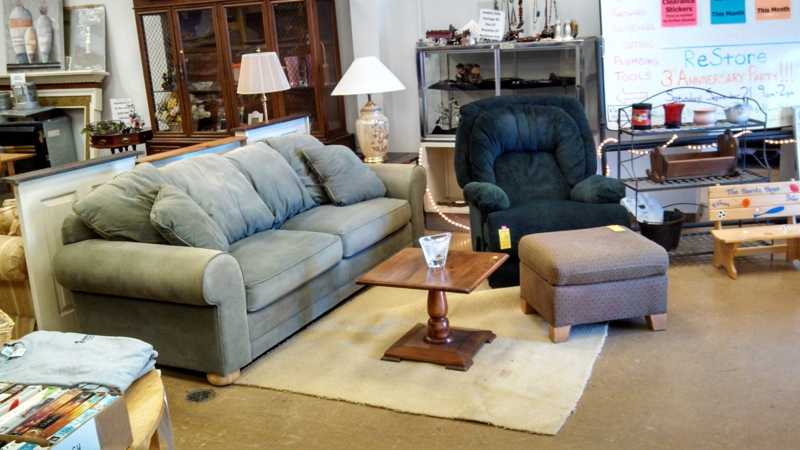 Home Stager 39 S Trick To Disguise Outdated Furniture