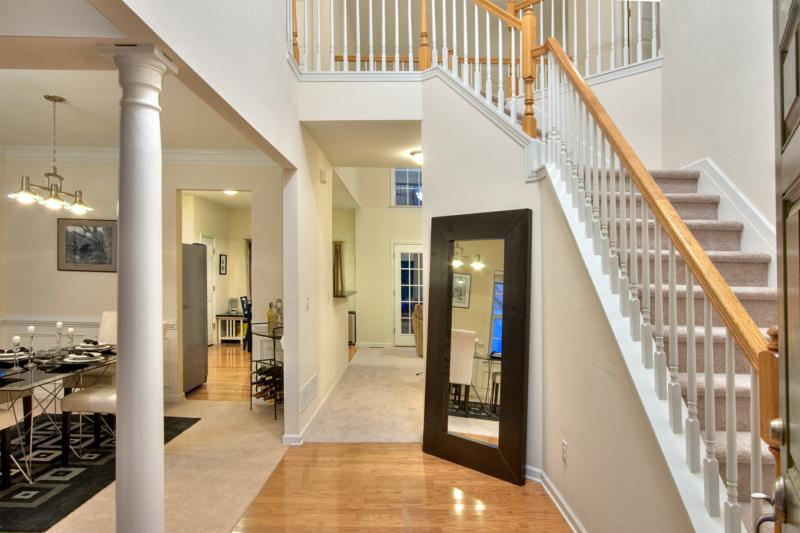 203 Creekway Ct Foyer