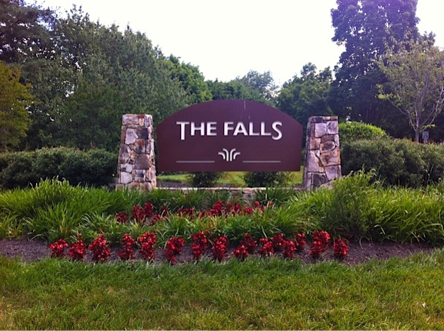 The Falls Garden Condos welcome sign