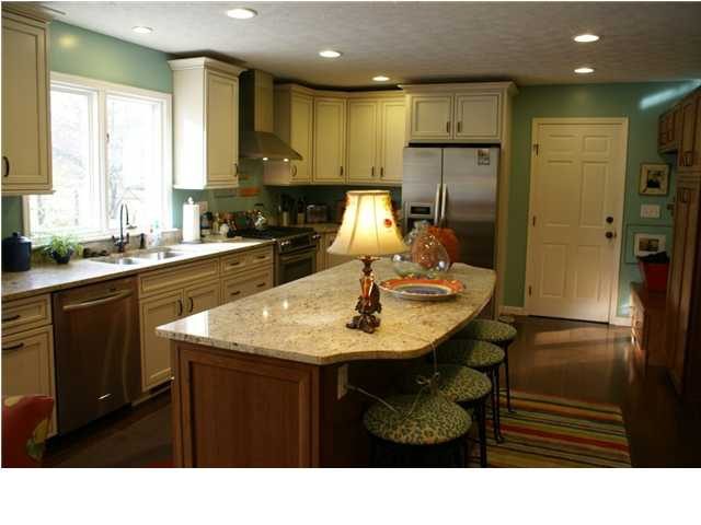 Anchorage ky home 12422 captains bridge way for Anchorage kitchen cabinets