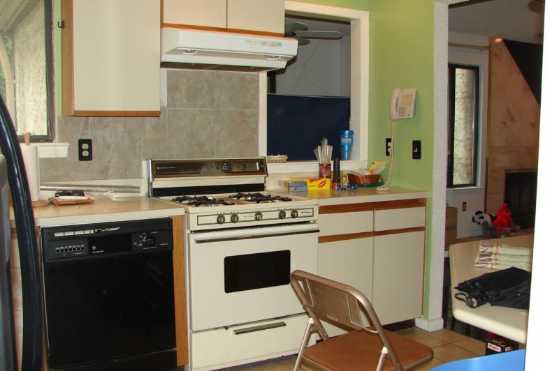 wallpaper kitchen backsplash. Look at those acksplashes,