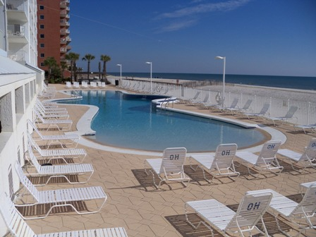 View of the huge outdoor pool at Ocean House