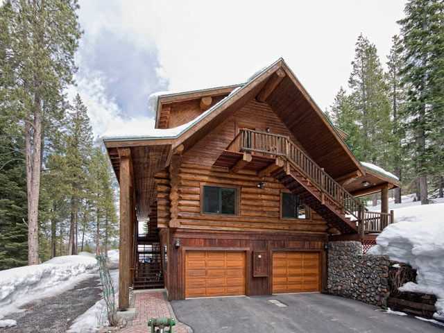 Mountain Log Home For Sale in Truckee CA