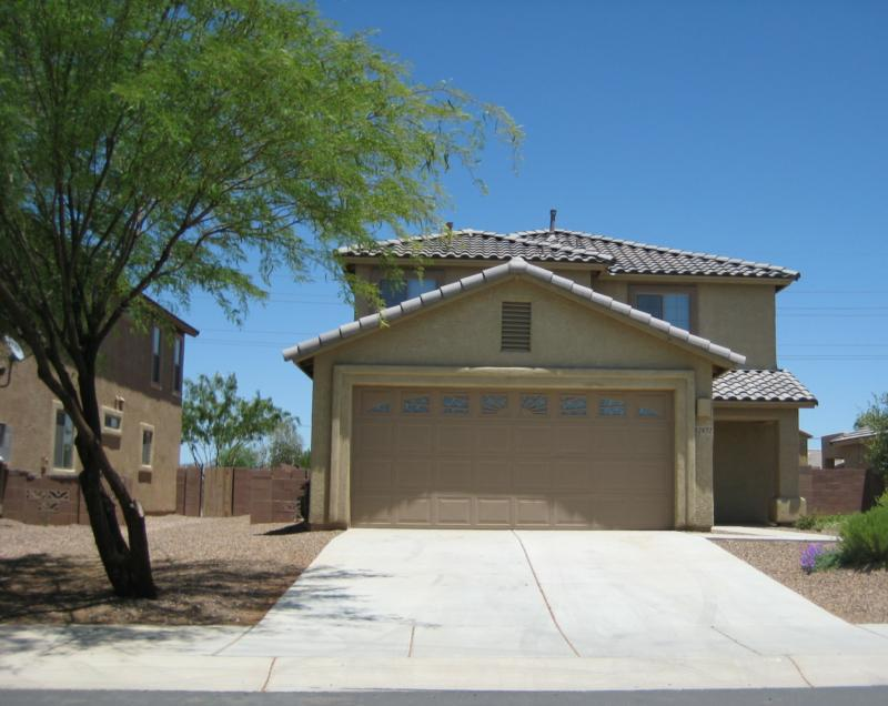 2 story home in Rancho Marana with big green tree