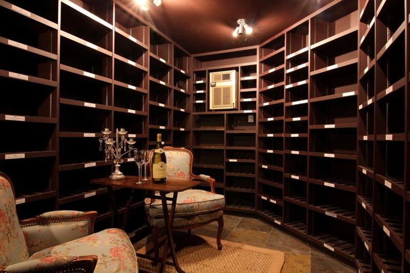 2801 Colquitt, Houston Texas - Wine Vault
