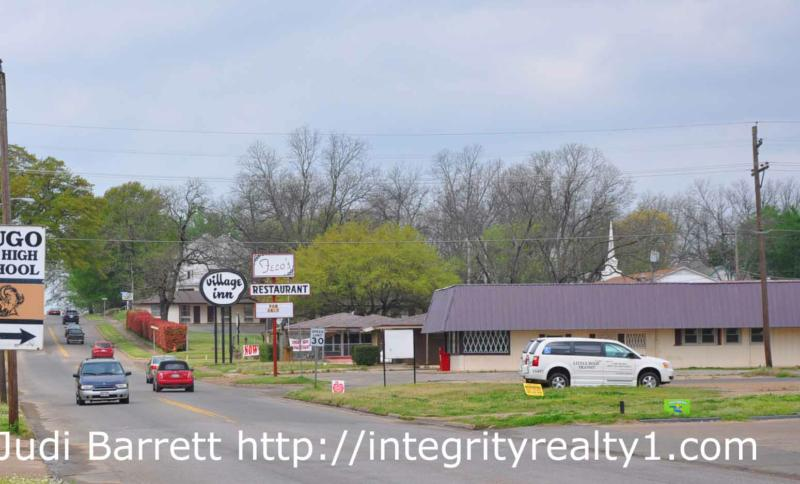 Commercial property building fenced lot for sale hugo for Build on your lot oklahoma