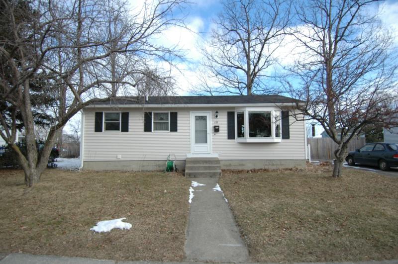 Burlington vt homes for sale burlington vermont real for Cabins burlington vt