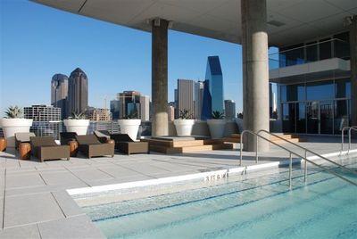 W Pool View