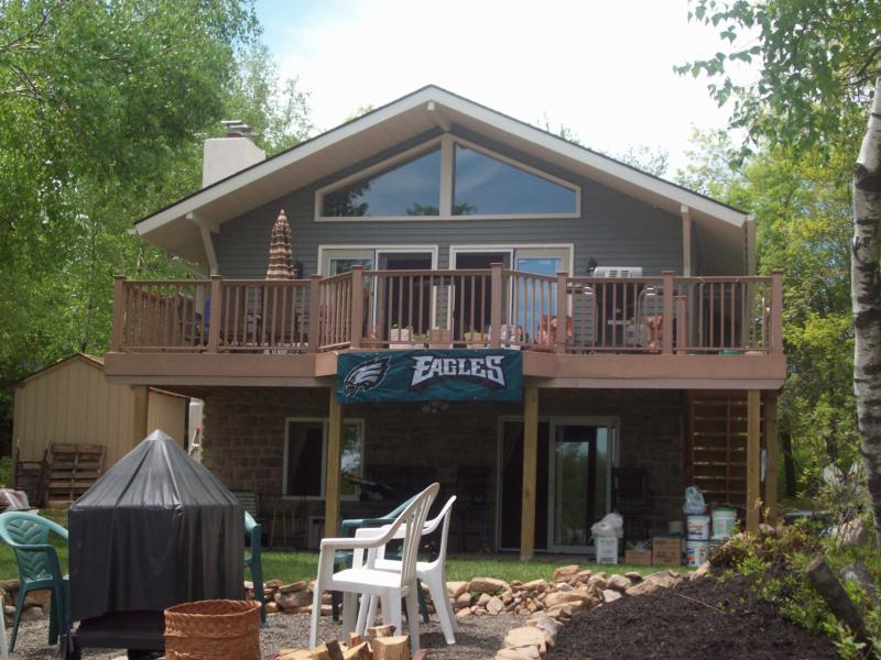 Pocono lakefront homes for sale for Lakeside cabins for sale