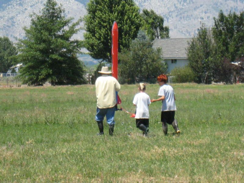 Papa, the grandsons and the rocket