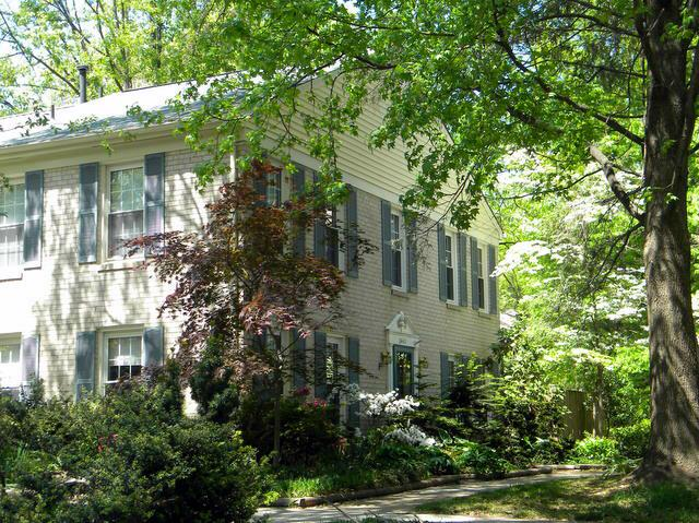 Deepwood: Traditional Reston town houses for sale