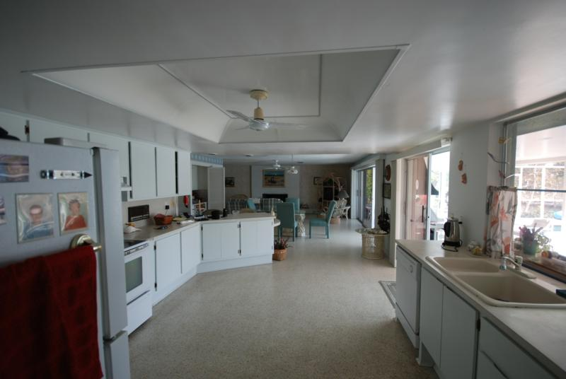 Large kitchen, 5530 Williams Dr.