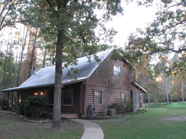 Lake livingston real estate are you ready for log cabin for Cabins near lake livingston