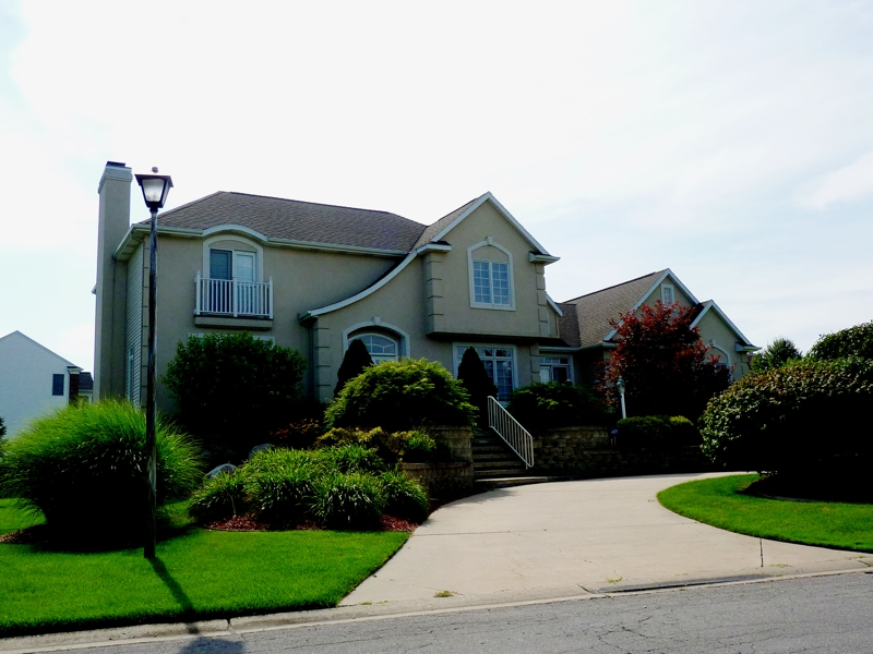 Grand rapids michigan oct 2011 best buy suburban real for 3 4 houses in michigan